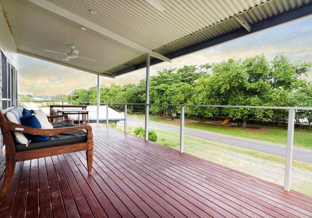Wide upstairs terrace for seabreezes and views