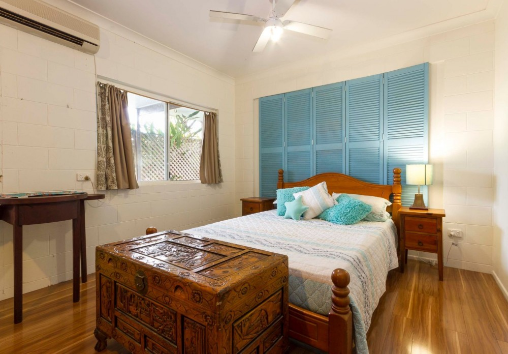 Bungalow bedroom with airconditioning