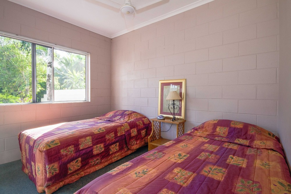 Second bedroom with BIRs
