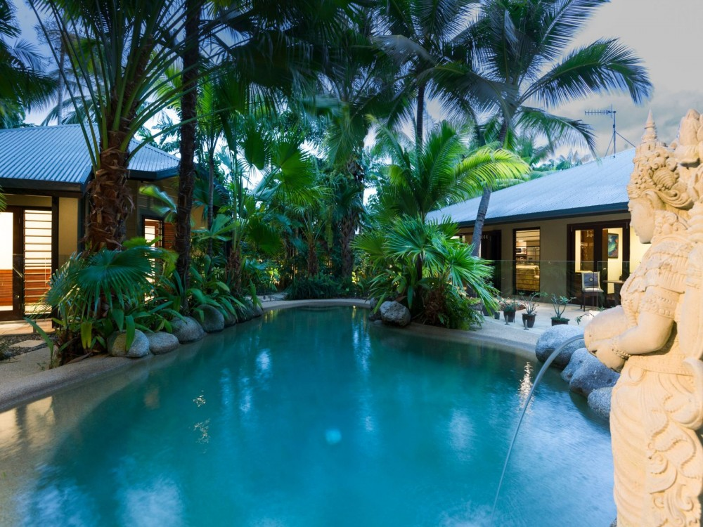House and annex for relaxed tropical living