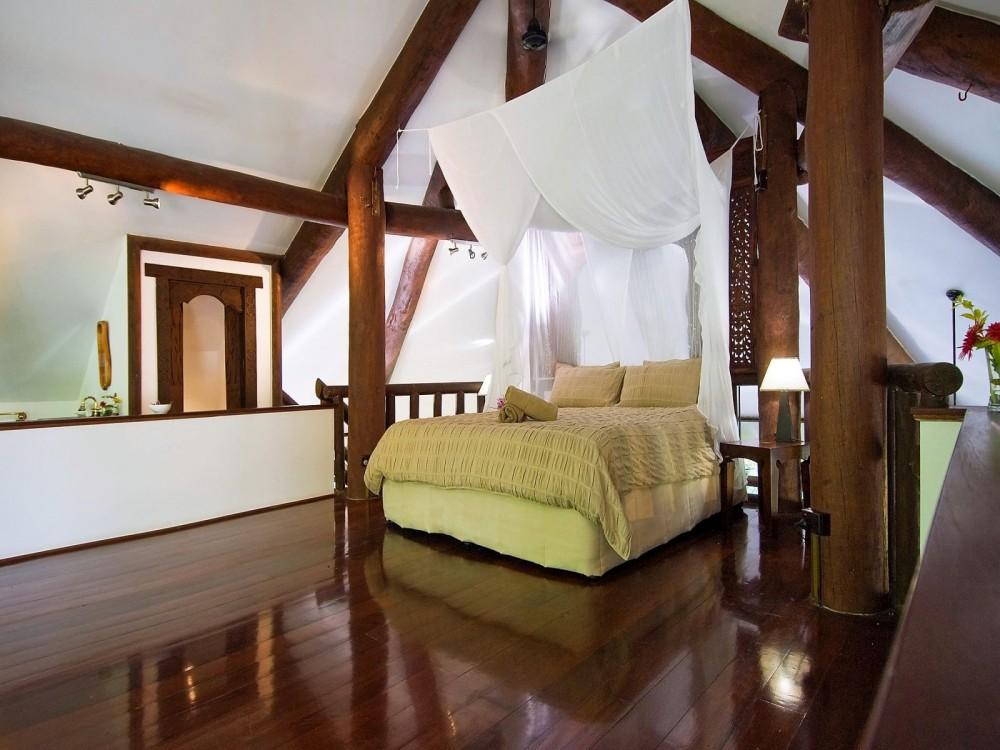 Mezzanine level main bedroom