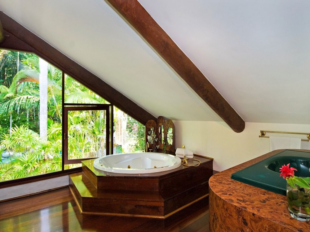 Jacuzzi spa bath with a view, ensuite, upstairs
