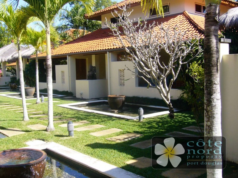 Small, prestige Port Douglas complex, villa for sa