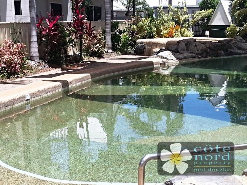 Swimming pool and jazuzzi to enjoy
