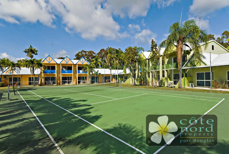 Apartment for sale overlooking the tennis court.
