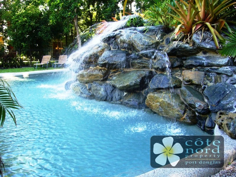 Swimming pool waterfall feature