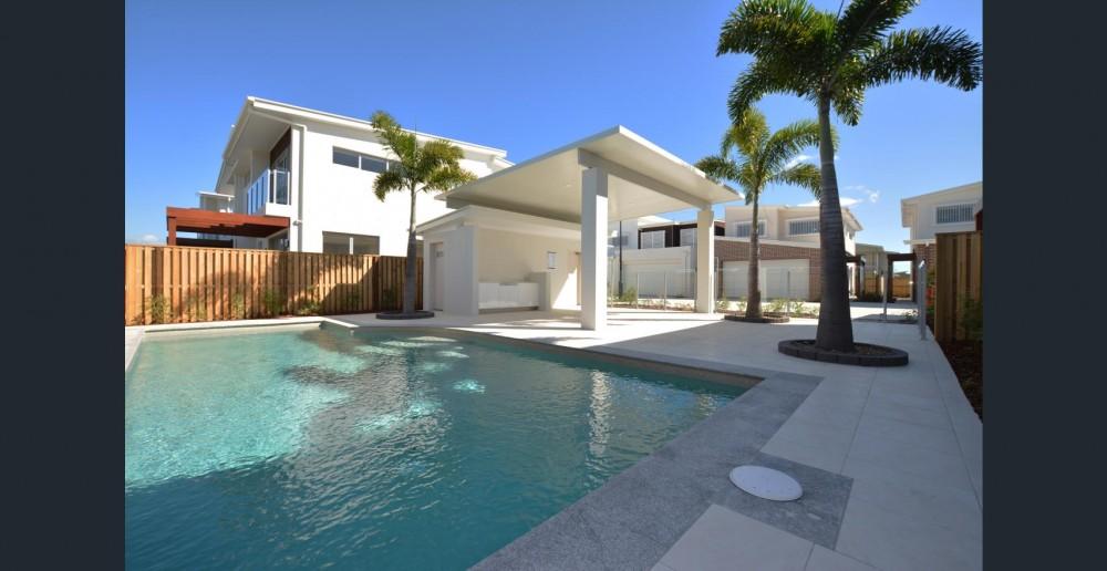 Real Estate in Hope Island