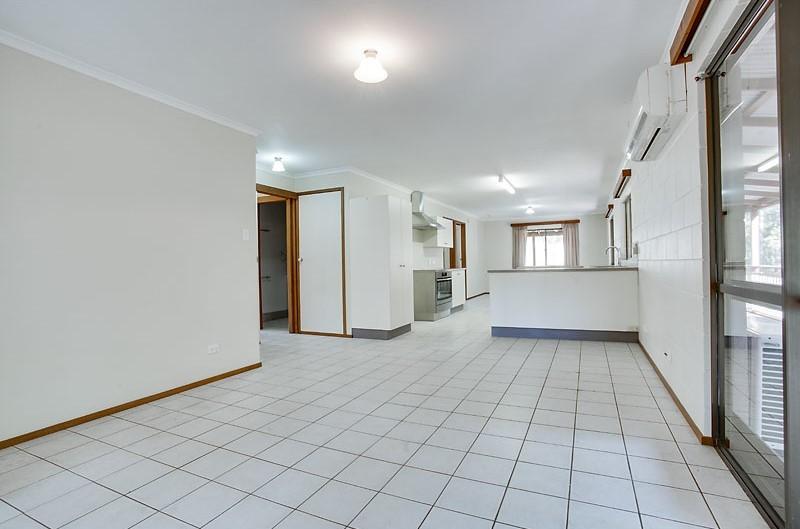 Real Estate in Curra
