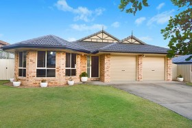 15 Clearmount Crescent, Carindale, QLD 4152
