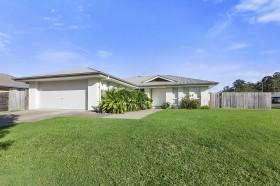 2 Winston Court, Landsborough, QLD 4550