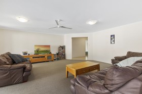 2 Winston Court, Landsborough, QLD 4550