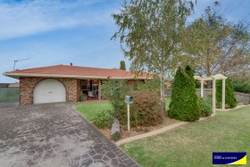 12 Hunt Avenue, Armidale, NSW 2350