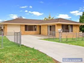 8 Carey Avenue, Armidale, NSW 2350