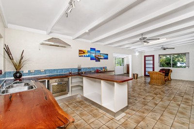 Property in Caravonica - Leased
