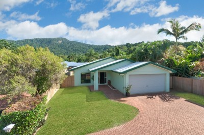 Property in Caravonica - Auction