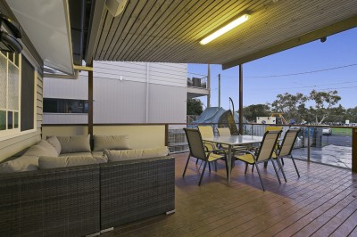 Property in Lota - Offers Over $690,000