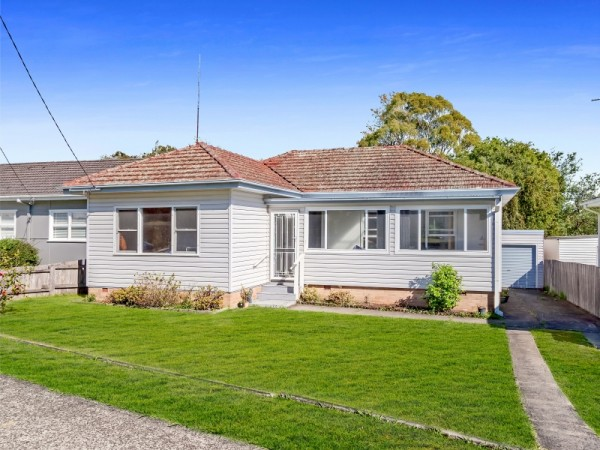 67 Lake Entrance Road, Oak Flats, NSW 2529