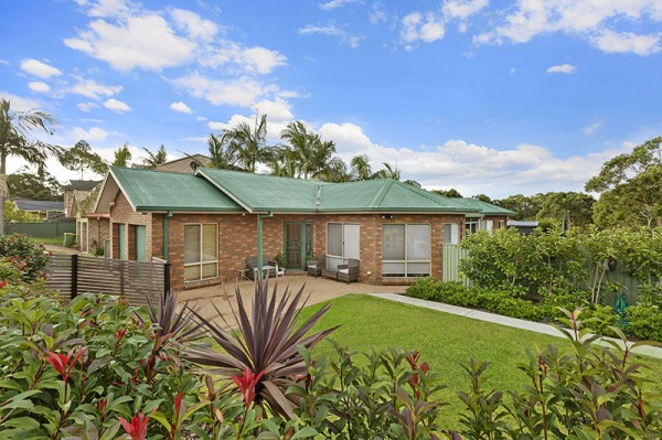 1 Twin lakes drive,, Lake Haven, NSW 2263