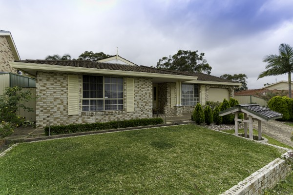 13 Christopher Crescent, Lake Haven, NSW 2263